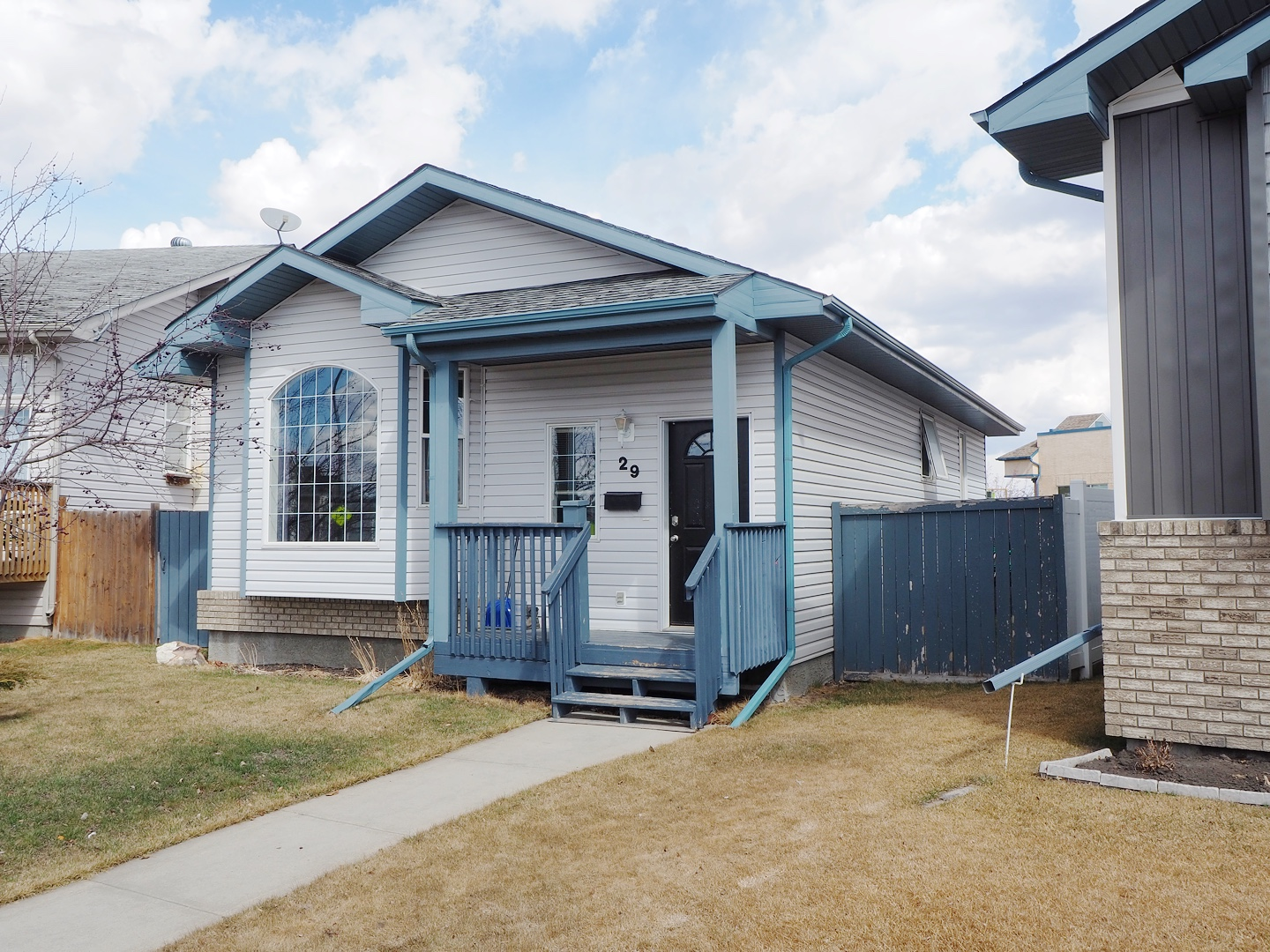 large yard for sale red deer